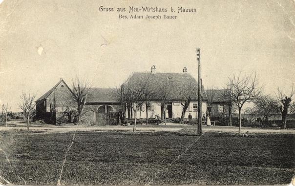 """Das Neu-Wirtshaus bei Hausen an der """"Alten Straße"""" um 1900. Im Vordergrund verläuft heute die moderne Trasse der Bundesstraße 448."""