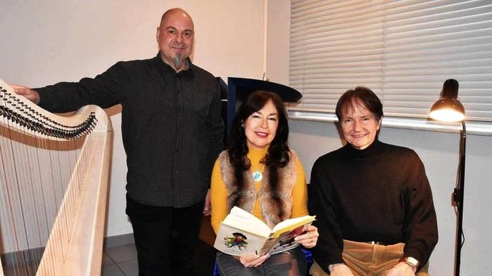 Zusammen entführten Matthias Kiel (links), Manuela Baumgart und Roland Schmachtl in die Märchenwelt. Foto: m