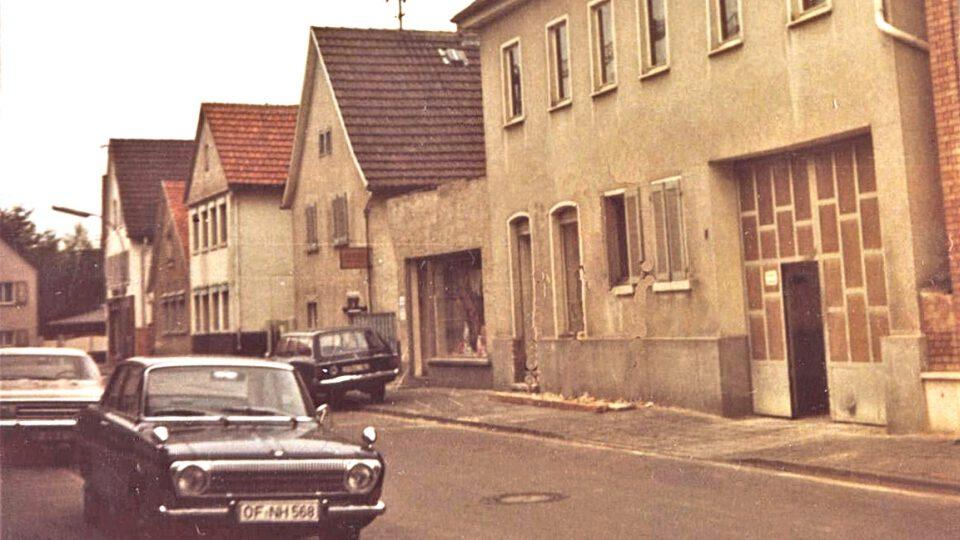 """Das ehemalige Gasthaus """"Zur Sonne"""" in der Kapellenstraße (damals Erzbergerstraße) in den 1970er-Jahren"""