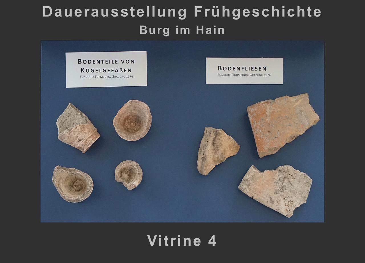 Vitrine 4: Bodenteile von Kugelgefäßen, Bodenfliesen