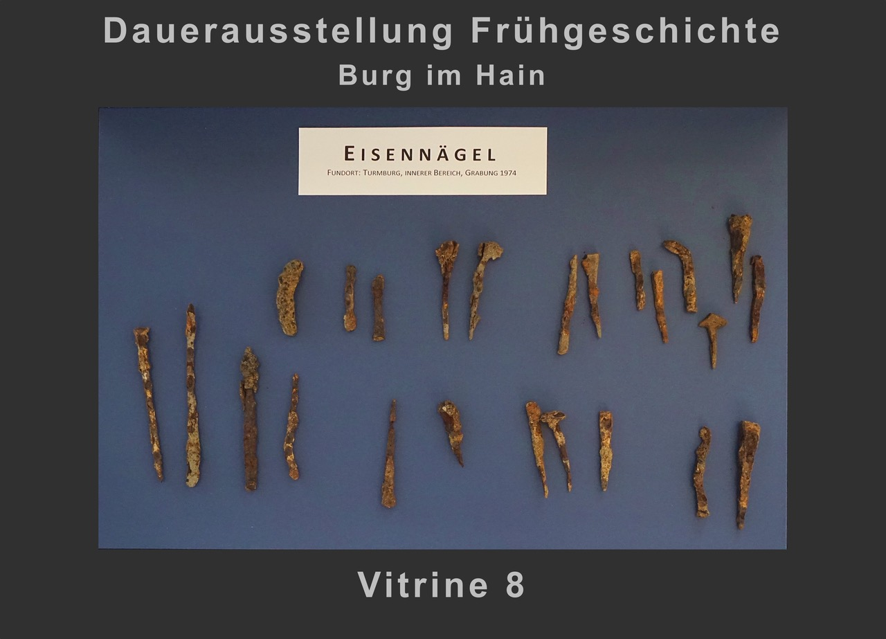 Vitrine 8: Eisennägel